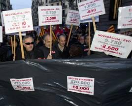 Miles de empleados de banca protestan contra los 20.000 despidos ...