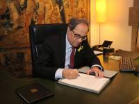 Quim Torra, firmando nombramiento gobierno