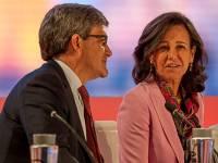 Ana Botín con José Luis Álvarez, Santander.